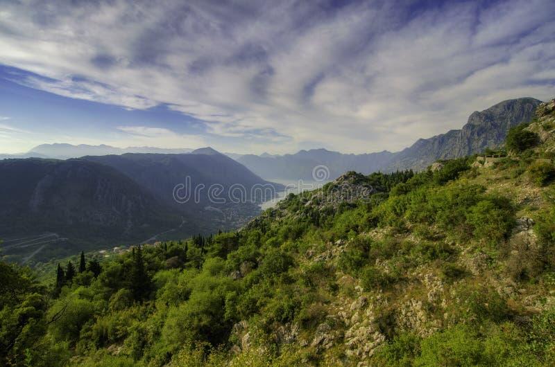 Kotor fjärd med det härliga steniga berget på soluppgången, Montenegro royaltyfri foto