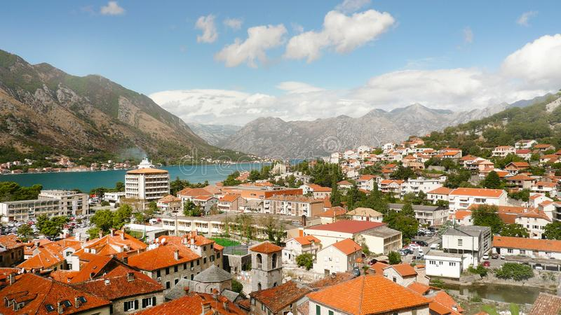kotor montenegro 海岸的许多房子 免版税库存照片