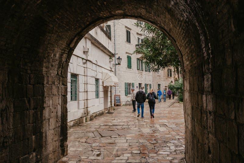 KOTOR, MONTENEGRO - 30 10 2018: Alte Stadt von Kotor Kotor ist eine Stadt auf der Küste von Montenegro und ist in Kotor-Bucht r stockbilder