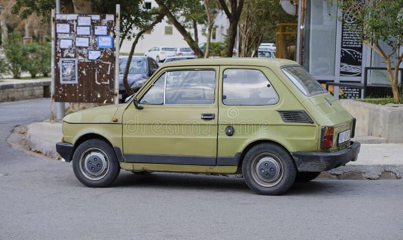 Kotor, Montenegro, 17,2018 November Oud dinged Fiat Polski stock foto's