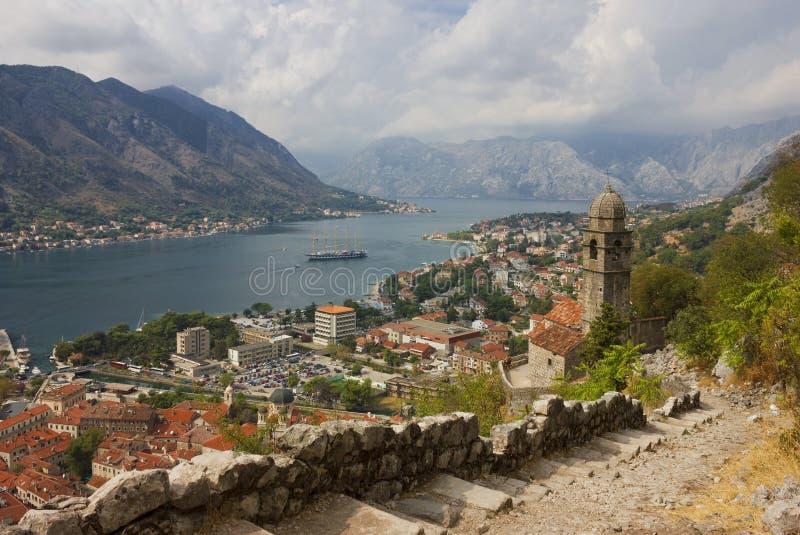 Kotor Panoramablick von der Festung lizenzfreies stockbild