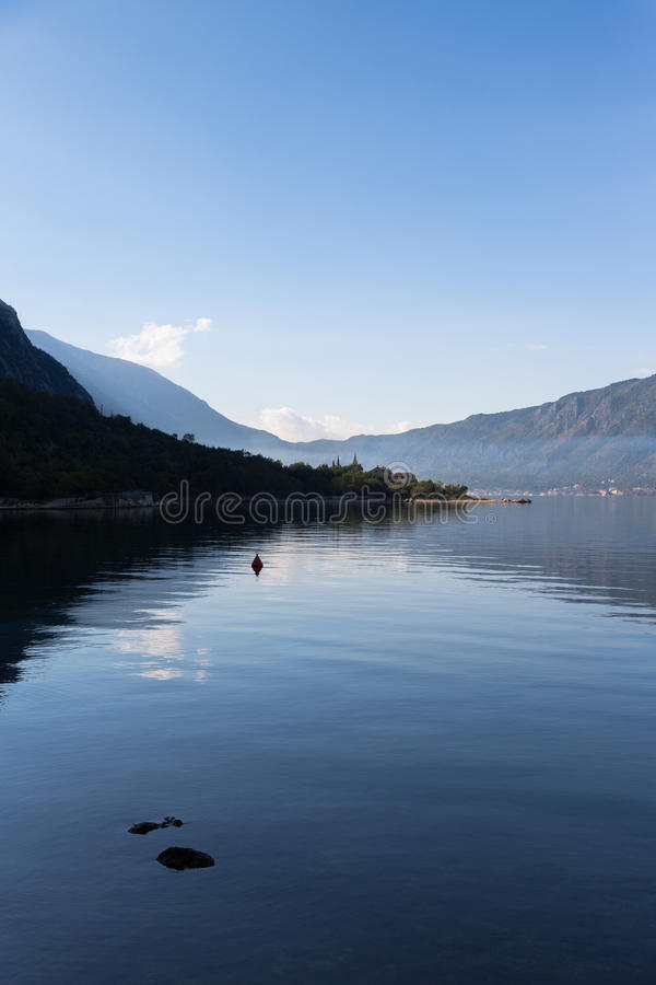 Kotor zatoka w ranku fotografia royalty free