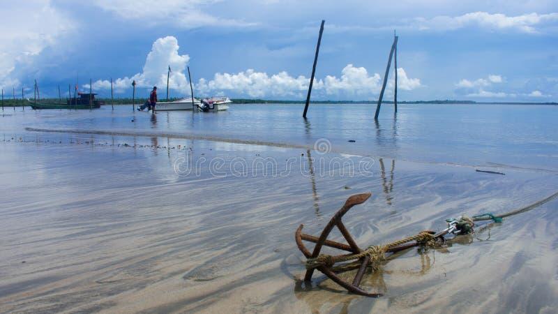 Kotwica na plaży fotografia royalty free