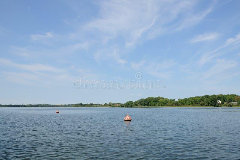 Kotwica pociesza precyzuje granicy na jeziorze obrazy royalty free