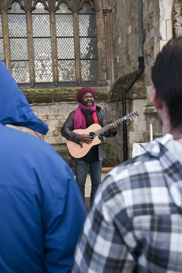 Kouatchou exécutant devant la cathédrale d'Exeter image stock