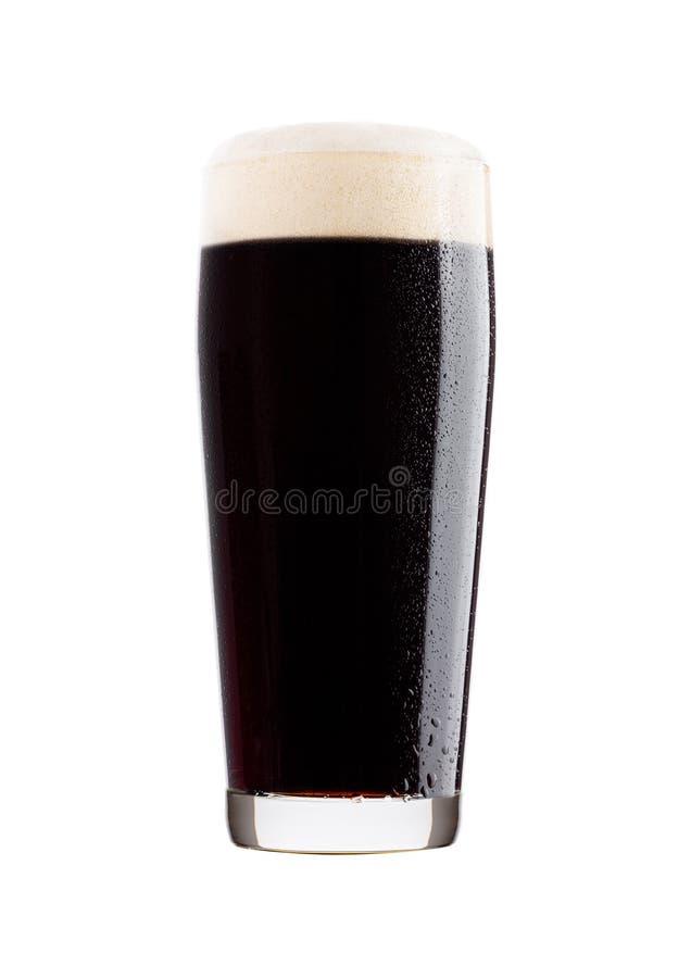 Koud glas donker bier met schuim en dauw royalty-vrije stock foto