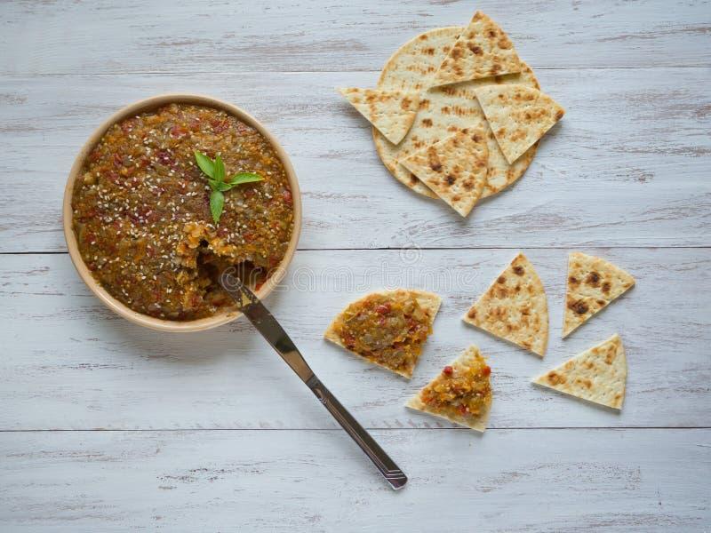Koud plantaardig voorgerecht Kaviaar van groenten Snacks met plantaardige room royalty-vrije stock foto's