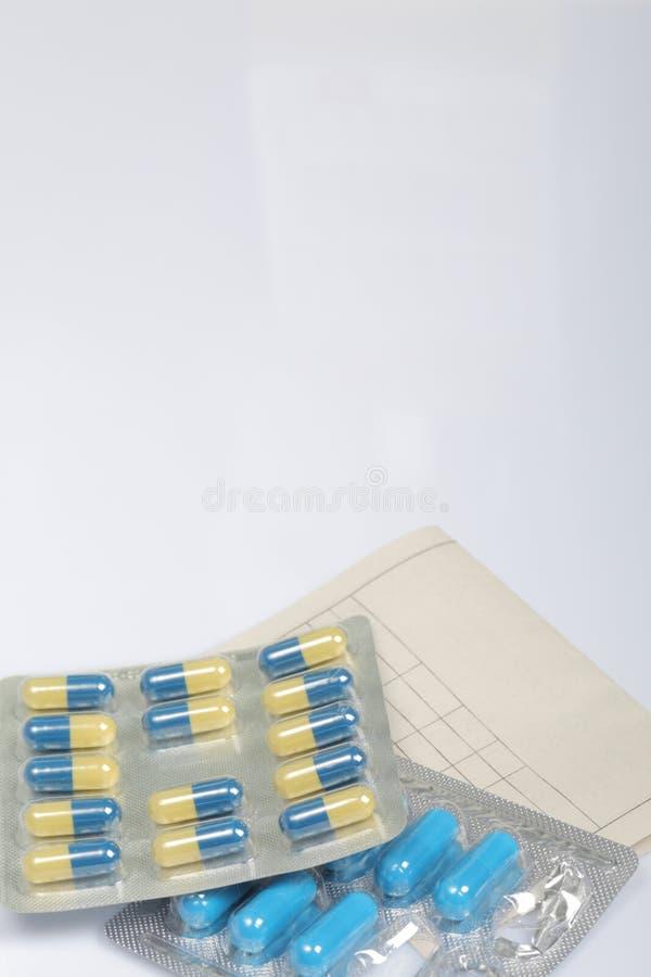 Koude behandeling Tabletten voor het verminderen van de temperatuur tijdens de griep royalty-vrije stock afbeelding
