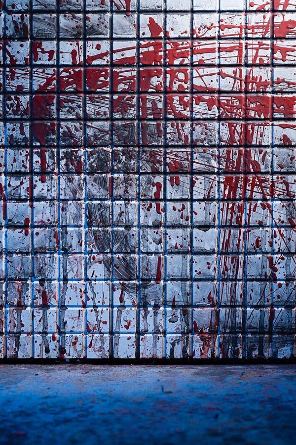 Koude en donkere achtergrond van de sc?ne van de moord Vuile marmeren tegel vaag door plonsen van rood bloed royalty-vrije stock foto's