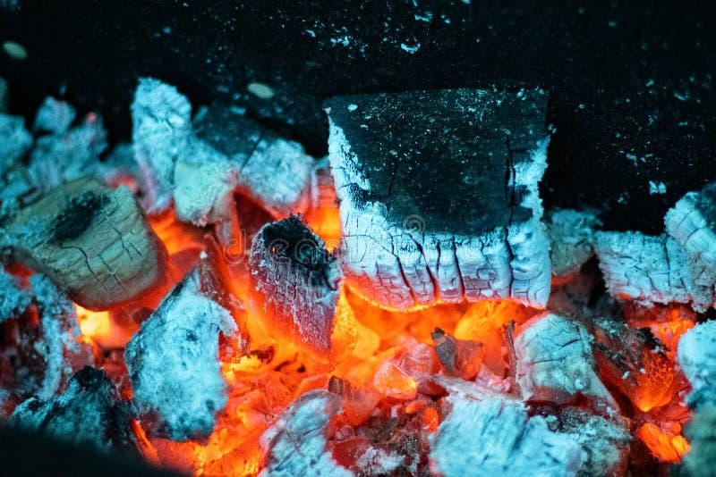 Koude kleuren van een brandende steenkool royalty-vrije stock afbeeldingen