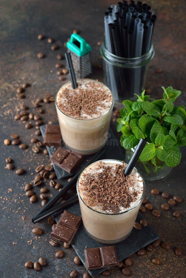 Koude koffie latte met chocolade royalty-vrije stock foto