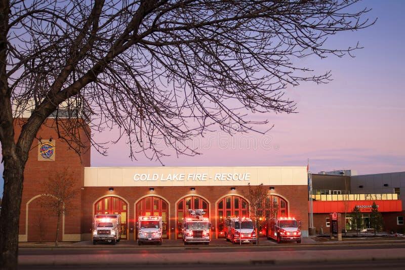 Koudmeer, brand- en reddingsstation Cold Lake, Alberta, Canada - 22 augustus 2019 Dit nieuwe gebouw verving de oude zuidbrand en royalty-vrije stock fotografie