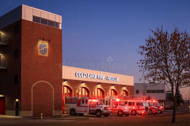 Koudmeer, brand- en reddingsstation Cold Lake, Alberta, Canada - 22 augustus 2019 Dit nieuwe gebouw verving de oude zuidbrand en royalty-vrije stock foto's