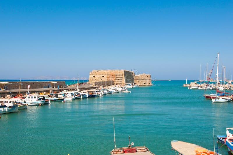 Koules на входе к старому порту ираклиона, Крита, Греции стоковые фото