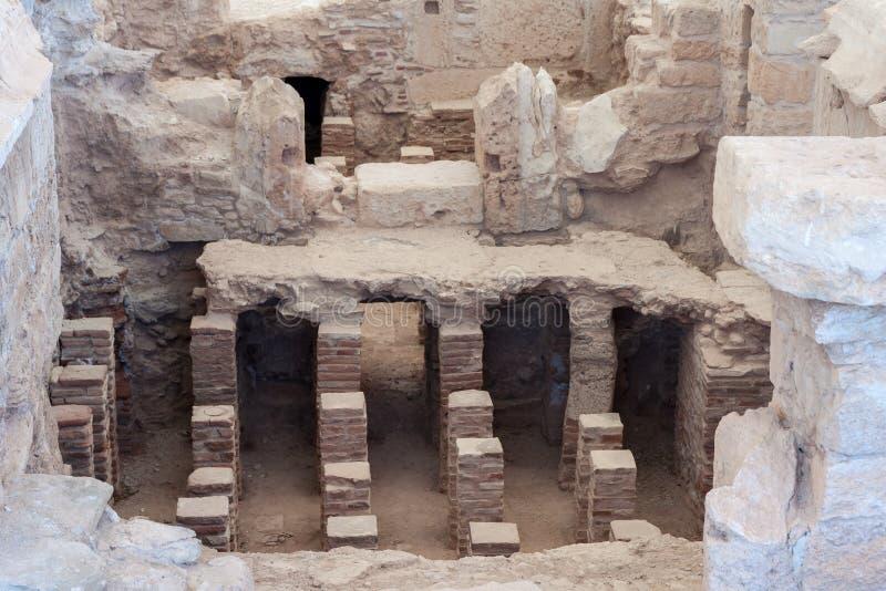 KOURION, CYPRUS/GREECE - 24 JULI: Baden dichtbij de Tempel van Apol stock foto's