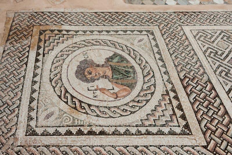 KOURION, CYPRUS/GREECE - LIPIEC 24: Mozaiki podłoga w ruinach przy obraz royalty free