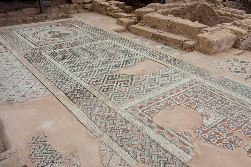 KOURION, CYPRUS/GREECE - LIPIEC 24: Mozaiki podłoga w ruinach przy obraz stock