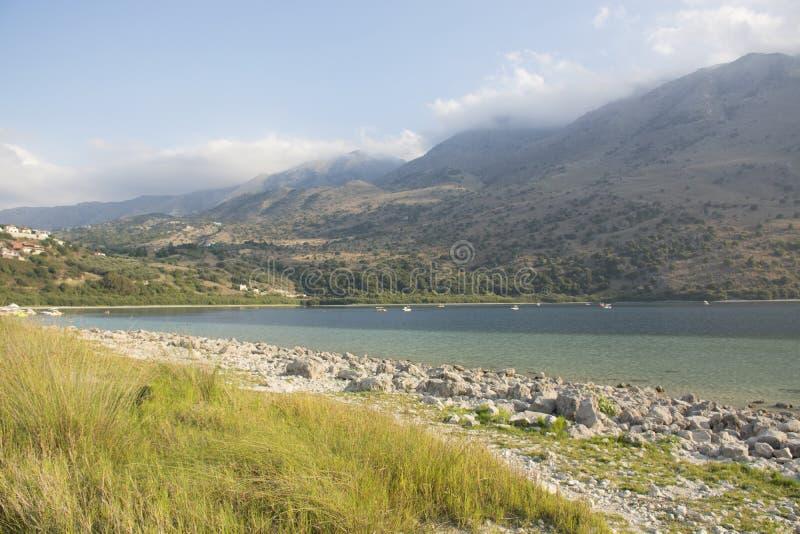 Kournas sjö på Kretaön Gränsmärke av Grekland arkivbild