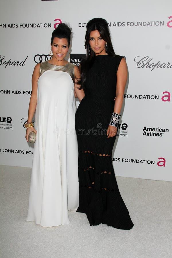 Kourtney Kardashian, Kim Kardashian, Elton John imagem de stock