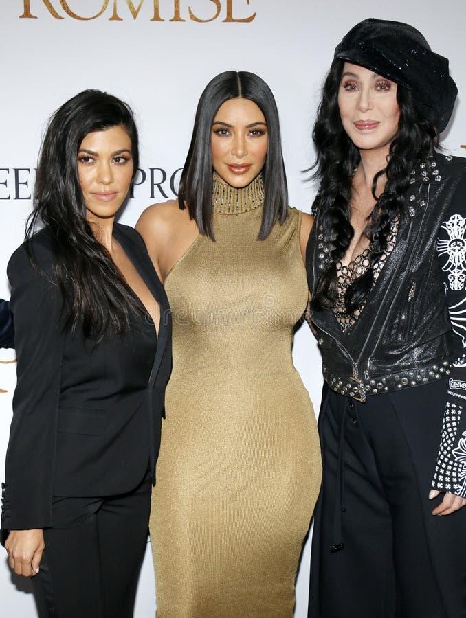 Kourtney Kardashian, Kim Kardashian West en Cher stock foto
