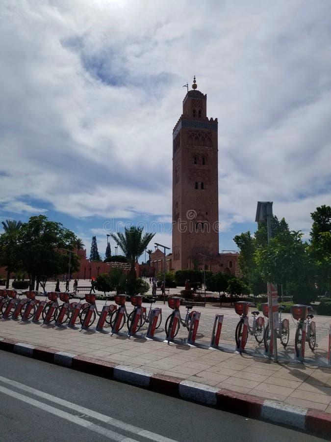 Koutoubia Meczetowy Marrakech, Maroko jest odwiedzonym zabytkiem zdjęcie stock