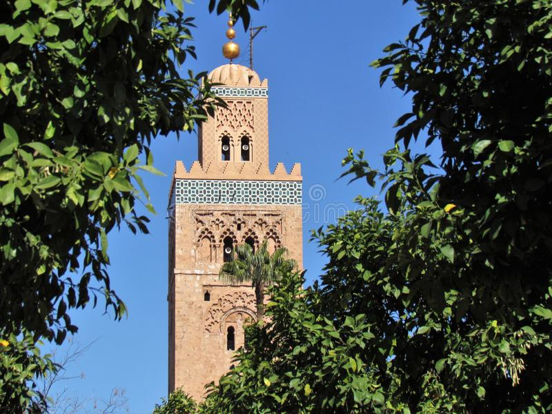 Koutoubia mosk? och dess h?rliga minaret i Marrakech Marocko royaltyfria foton