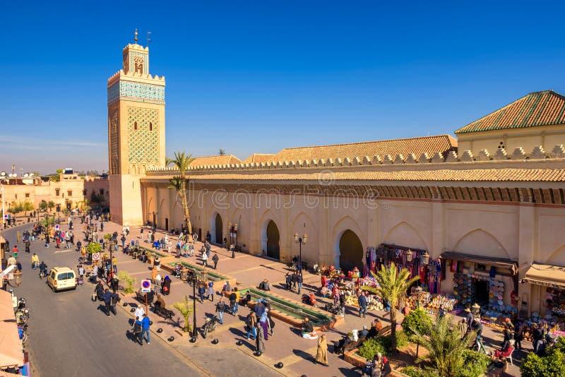 Koutoubiamoskee en nabijgelegen vierkant bij het Medina-kwart van Marrakech stock afbeeldingen