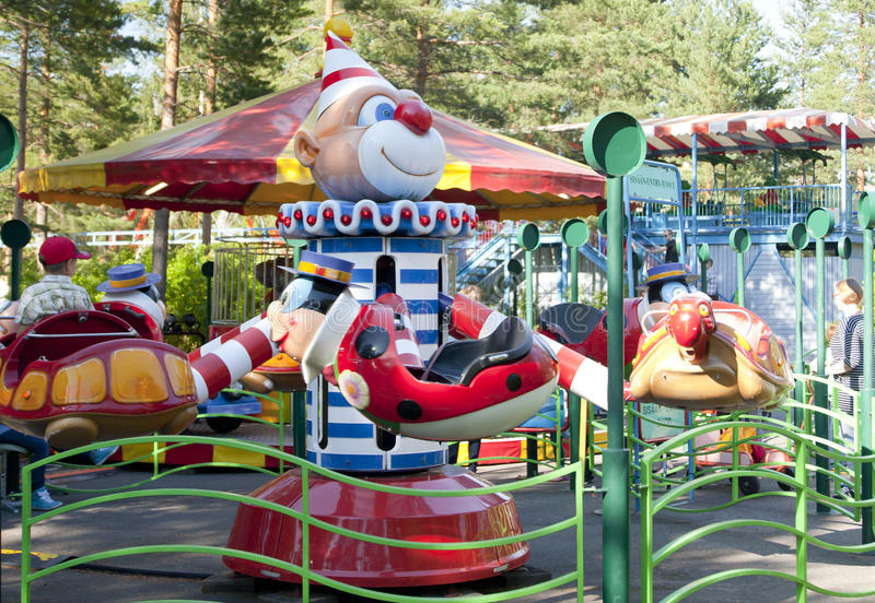 Download Kouvola Finland 1 Juli 2015 - Rida Jummi Jammi I Rörelse I Nöjesfältet Tykkimaki Redaktionell Arkivfoto - Bild av glädje, cirkus: 76703403