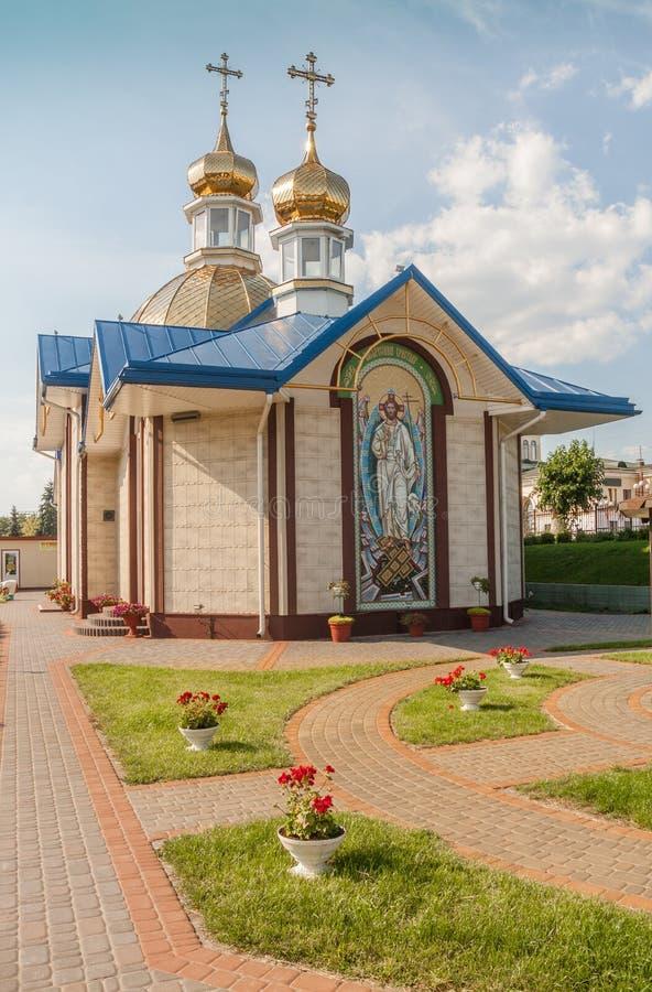 KOVEL, UCRANIA: Iglesia de St Sergius de Radonezh cerca del railw fotos de archivo libres de regalías