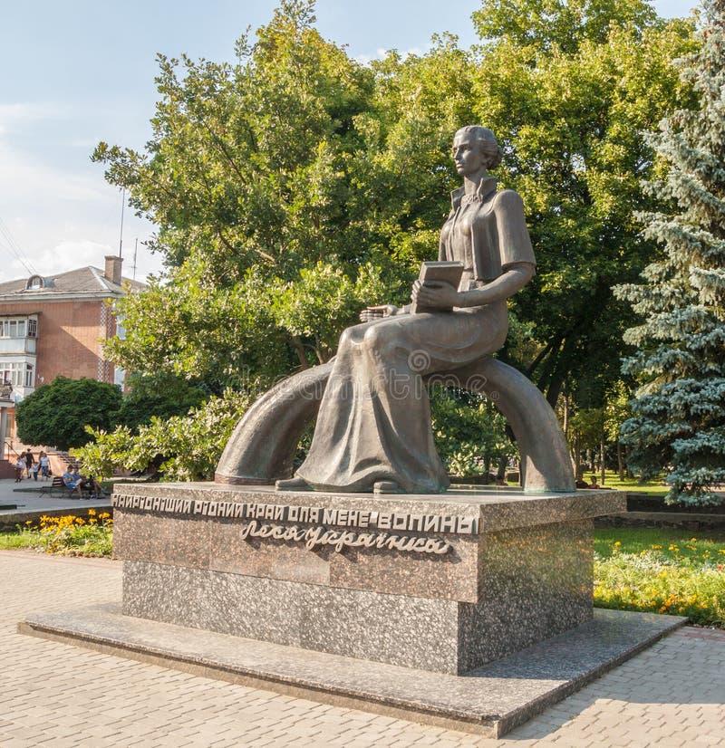 KOVEL, UCRANIA: Monumento a Lesya Ukrainka fotografía de archivo