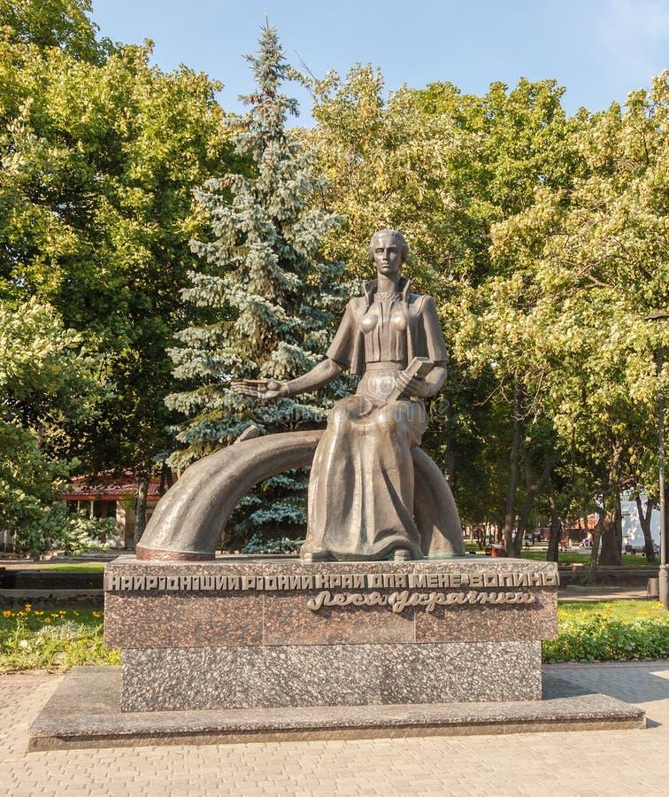 KOVEL, UCRANIA: Monumento a Lesya Ukrainka fotos de archivo