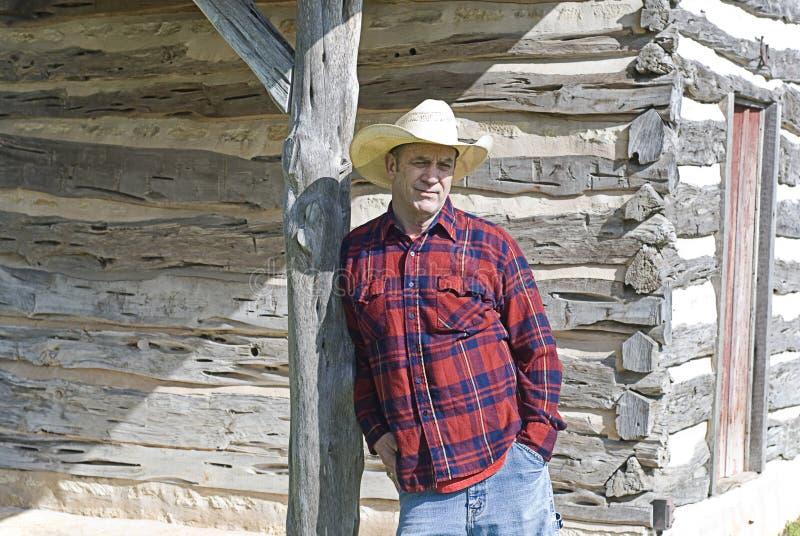Kowbojski Opierać na Drewnianej poczta obraz stock