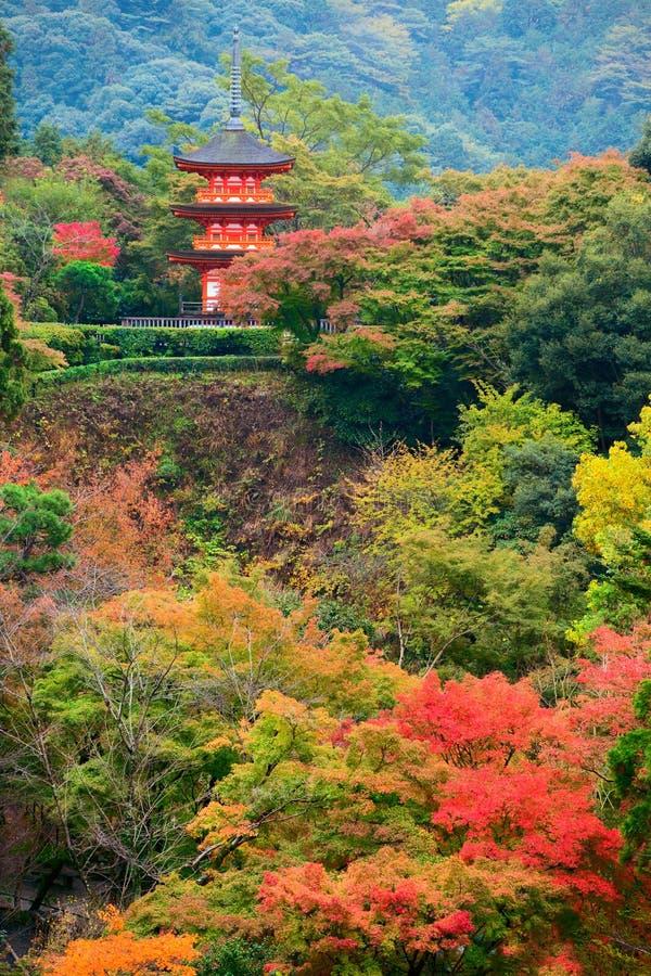 Koyasu pagoda przy Kiyomizu-dera Świątynnym terenem w jesień sezonie, Kyoto obraz royalty free