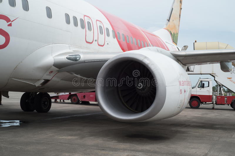 KOZHIKODE, INDIA 31 - Lipiec, 2015 Air India Aerobus samolot w Kozhikode lotnisku gdy ono zaczyna swój silniki dla lota Dubaj fotografia stock