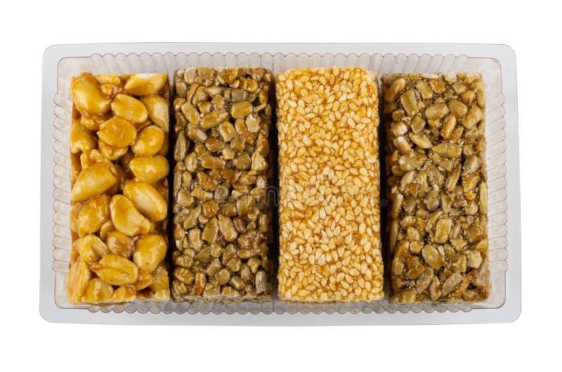 Kozinaki с арахисом, семенами подсолнуха, сезамом в isola контейнера стоковые изображения rf