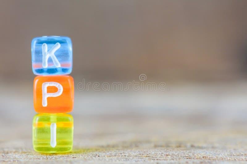 KPI -在桌背景的主要绩效显示 库存照片