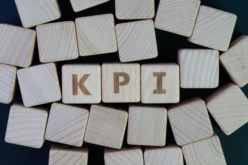KPI, cible de mesure de réussite commerciale d'indicateur de point clé et photo stock