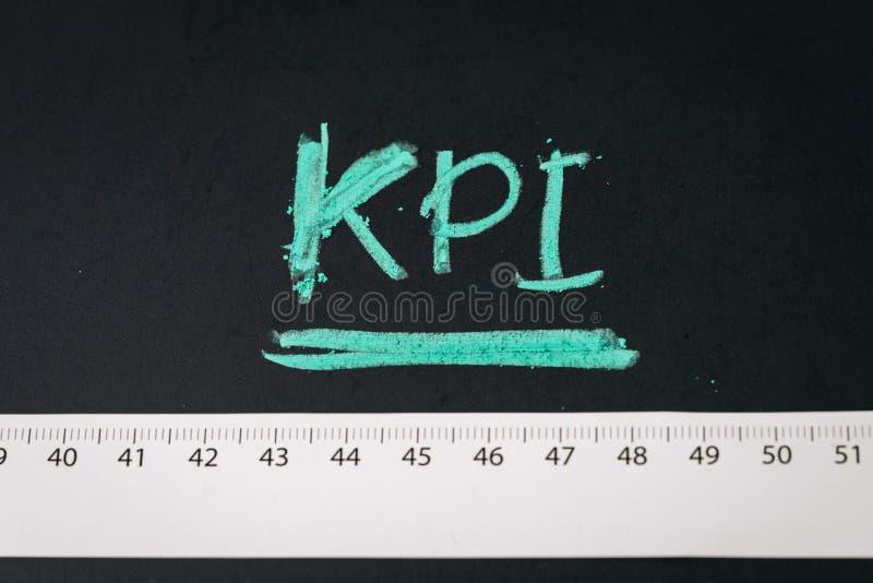 KPI indikator för nyckel- kapacitet, metrik som mäter mål för affärsframgång eller för marknadsföringsaktion och målprestationen  arkivfoton