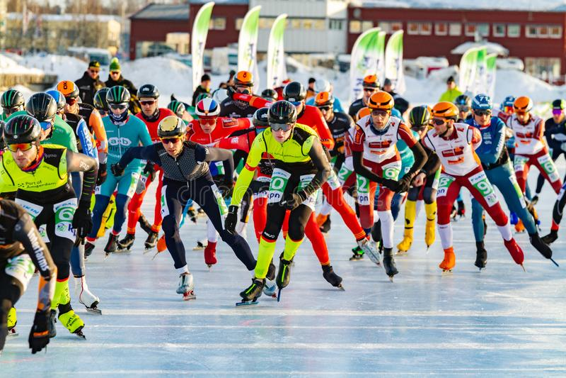 KPN Grand Prix dans Lulea, Suède, 2019 Hommes de patinage de glace commençant la course photo stock