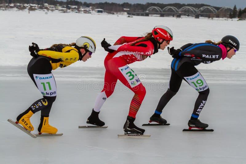 KPN Grand Prix dans Lulea, Suède, 2019 Patinage de glace de trois femmes dans une rangée photo libre de droits