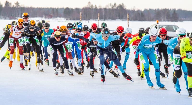 KPN Grand Prix en Lulea, Suecia, 2019 El grupo de hombres compite fotografía de archivo