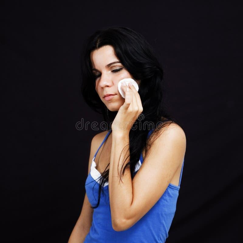 kräm- ansiktsbehandling arkivfoto