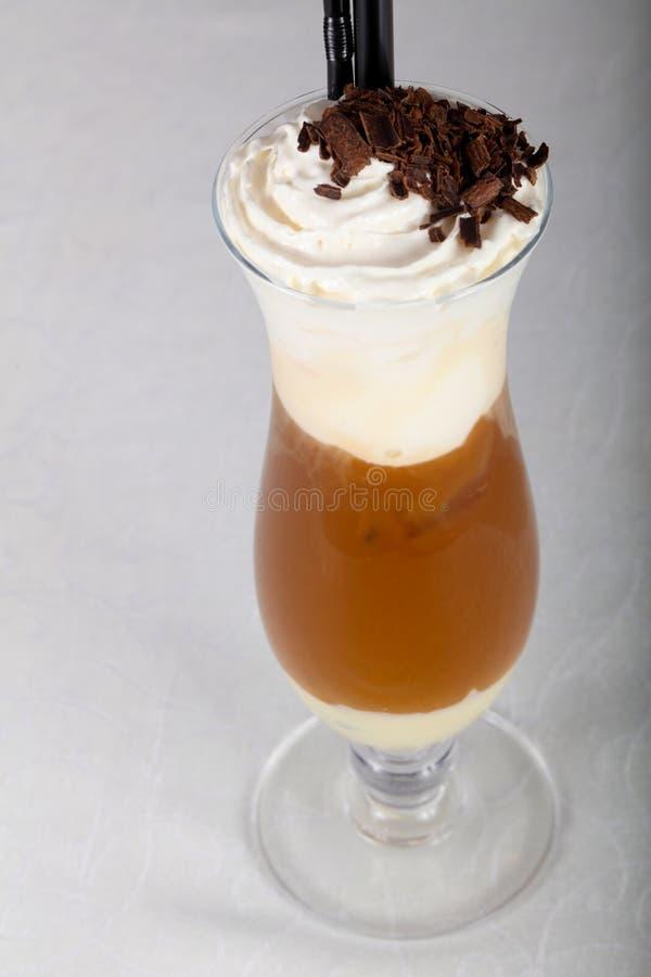 kräm- is för kaffe arkivfoto