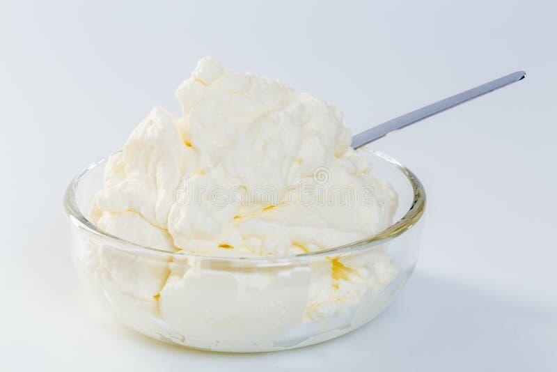 Kräm i ett begrepp för glass bunke royaltyfri fotografi