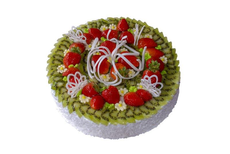Kräm- kaka som dekoreras med kiwiskivor och jordgubbar arkivbild