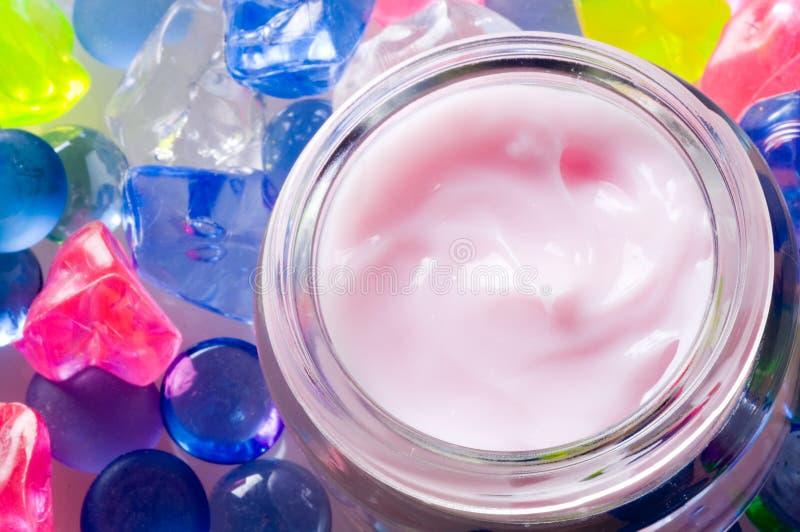 kräm- pink för cosmetic arkivbild