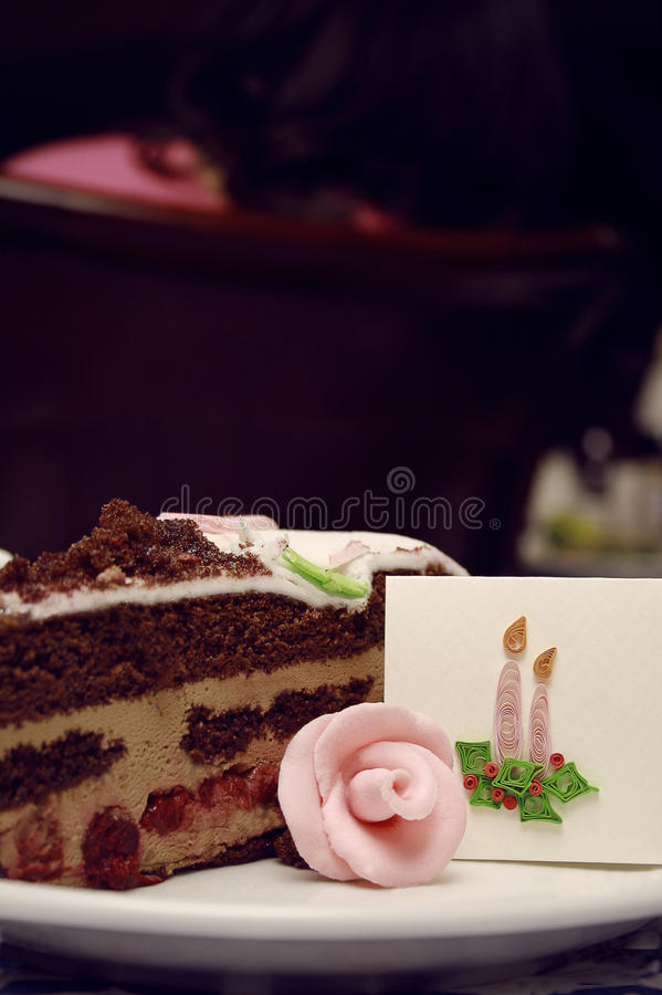 En lappa av bröllopstårtan royaltyfri fotografi