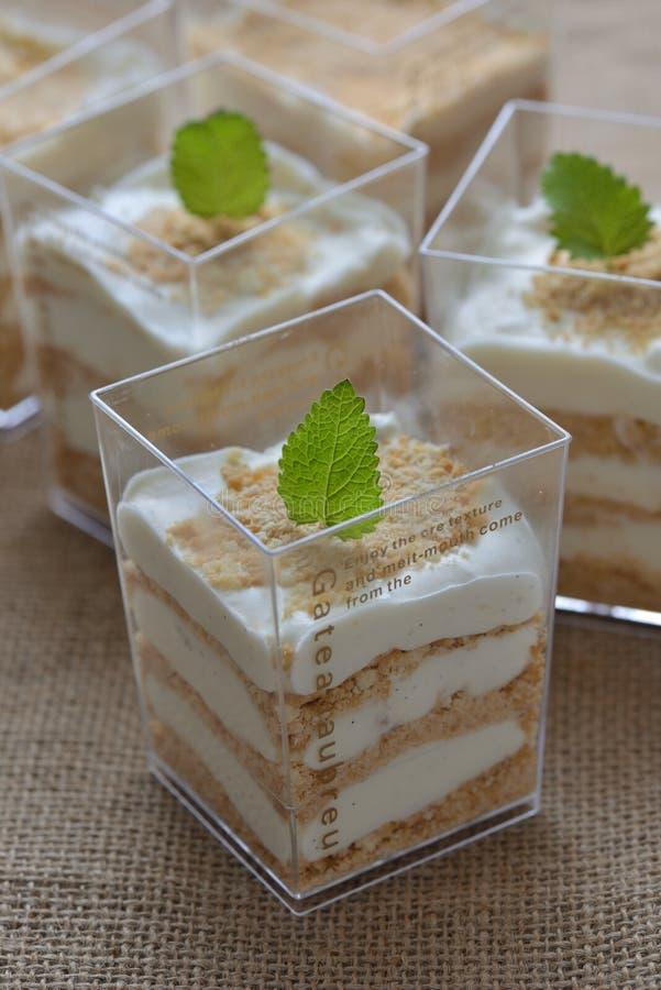 Kräm- Serradura pudding fotografering för bildbyråer