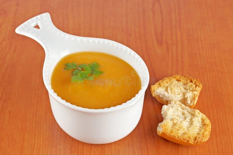 kräm- soup för morot fotografering för bildbyråer