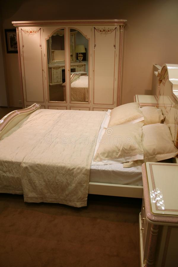 Kräm- sovrum royaltyfria bilder